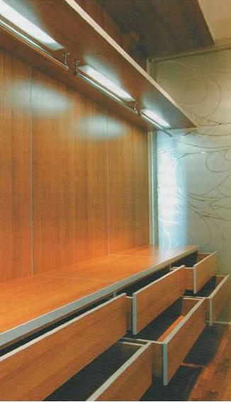 Гардеробная комната, ящики с механизмами полного выдвижения